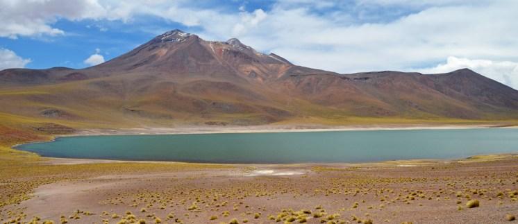 Laguna y volcán Miñiques