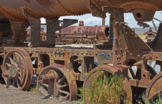 Decenas de locomotoras a vapor se amontonan