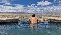 Un baño con vistas (laguna Chalviri y el altiplano boliviano)