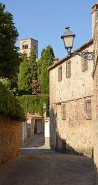 Calle Naranjos y Torre de la Colegiata de Santa María la Mayor