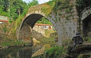 Puente Mayor y Monumento a Hombre-Pez