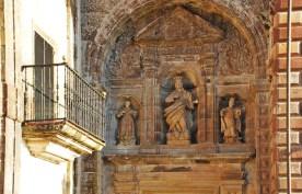 Detalle escultórico - Portada de la Capilla