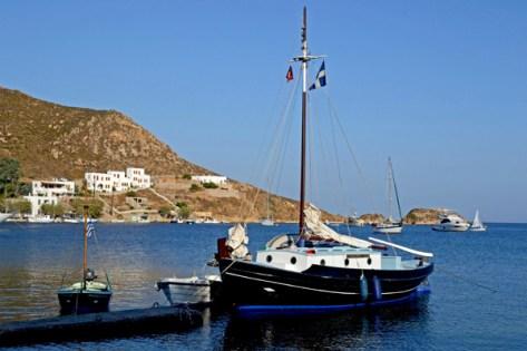 Grikos. Barco y Bahía