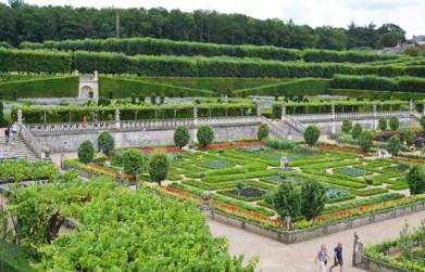 Al fondo el Jardín Superior o Jardin du Soleil