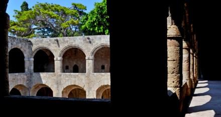 Rodas. Claustro del Hospital de los Caballeros. Museo Arqueológico