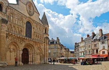 Fachada de Notre-Dame y plaza