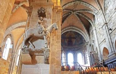 El Jinete de Bamberg y la nave principal - Catedral