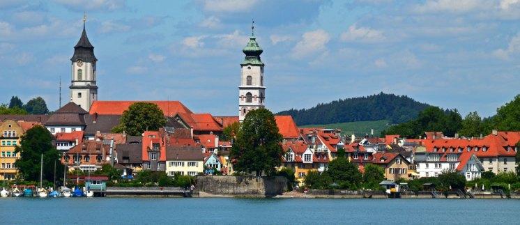 Las Torres de San Esteban y la Catedral destacan sobre los tejados de Lindau