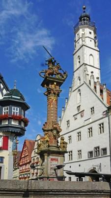 Fuente de San Jorge (Georgsbrunnen) & Rathausturm