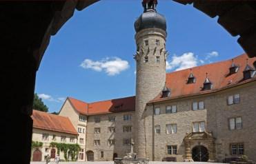 Patio y Torre del Castillo