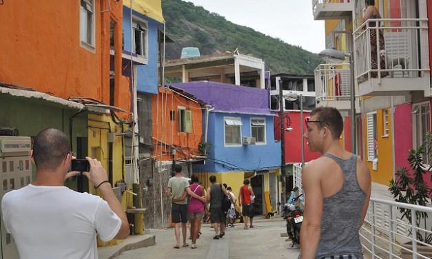 Guías turísticos sin techo y turismo de gueto ¿Emprendimiento social o porno de la pobreza?
