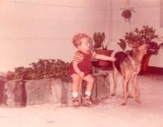 Gamín y yo en la casa de mi abuela
