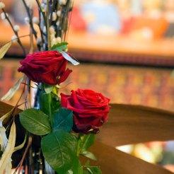 Mot advent. blomsterdekorasjon