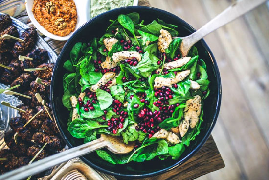 healthy diet plan - spinach and pomegranate seed salad