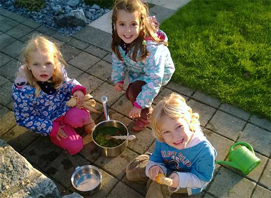 kids eating outside