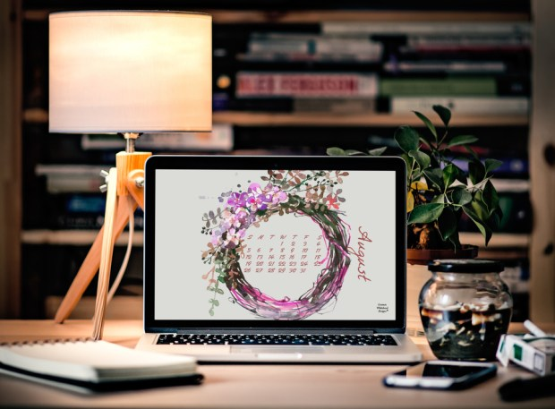 August 2018 desktop and mobile calendar - Carmen Whitehead Designs