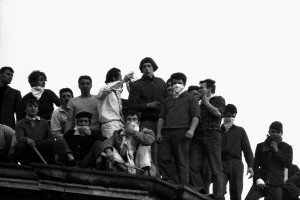 RIVOLTA DI DETENUTI DEL CARCERE DI SAN VITTORE, DETENUTI SUL TETTO DEL CARCERE ANNO 1969