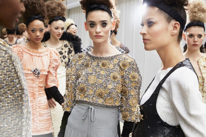 chanel-fall-winter-2016-17-backstage-01
