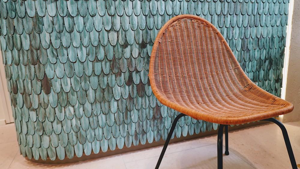 chaise en osier dans la boutique ecocentric