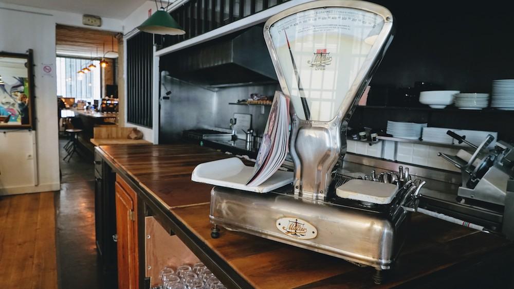 la décoration du café des trois à lyon