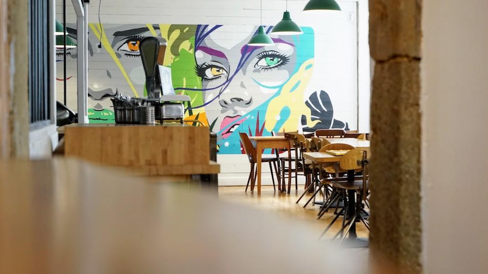 graffiti street art café des trois