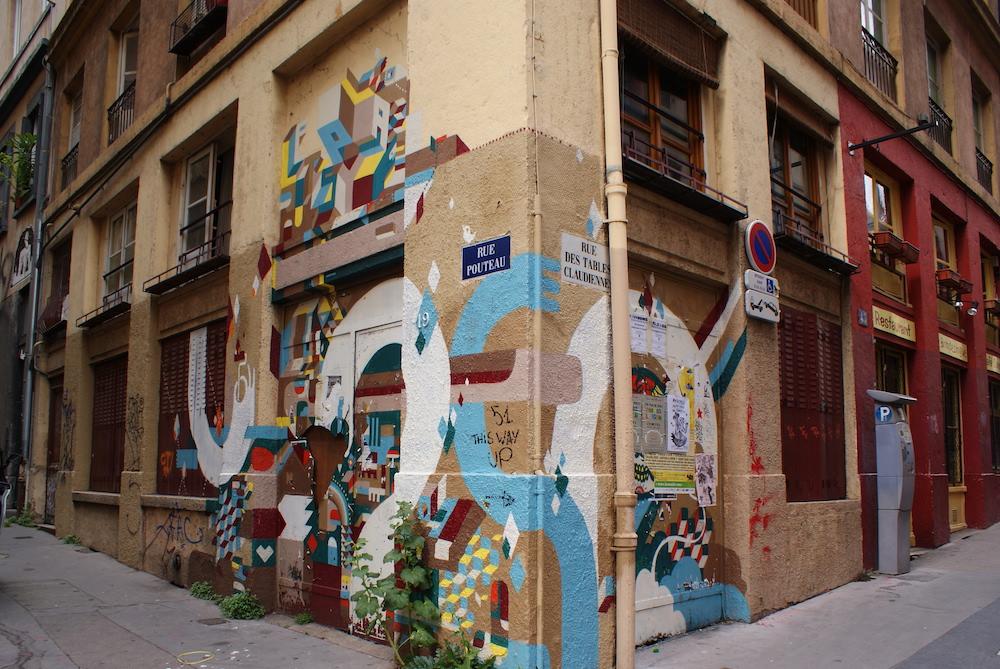 voir du street art a lyon la rue des tables claudiennes