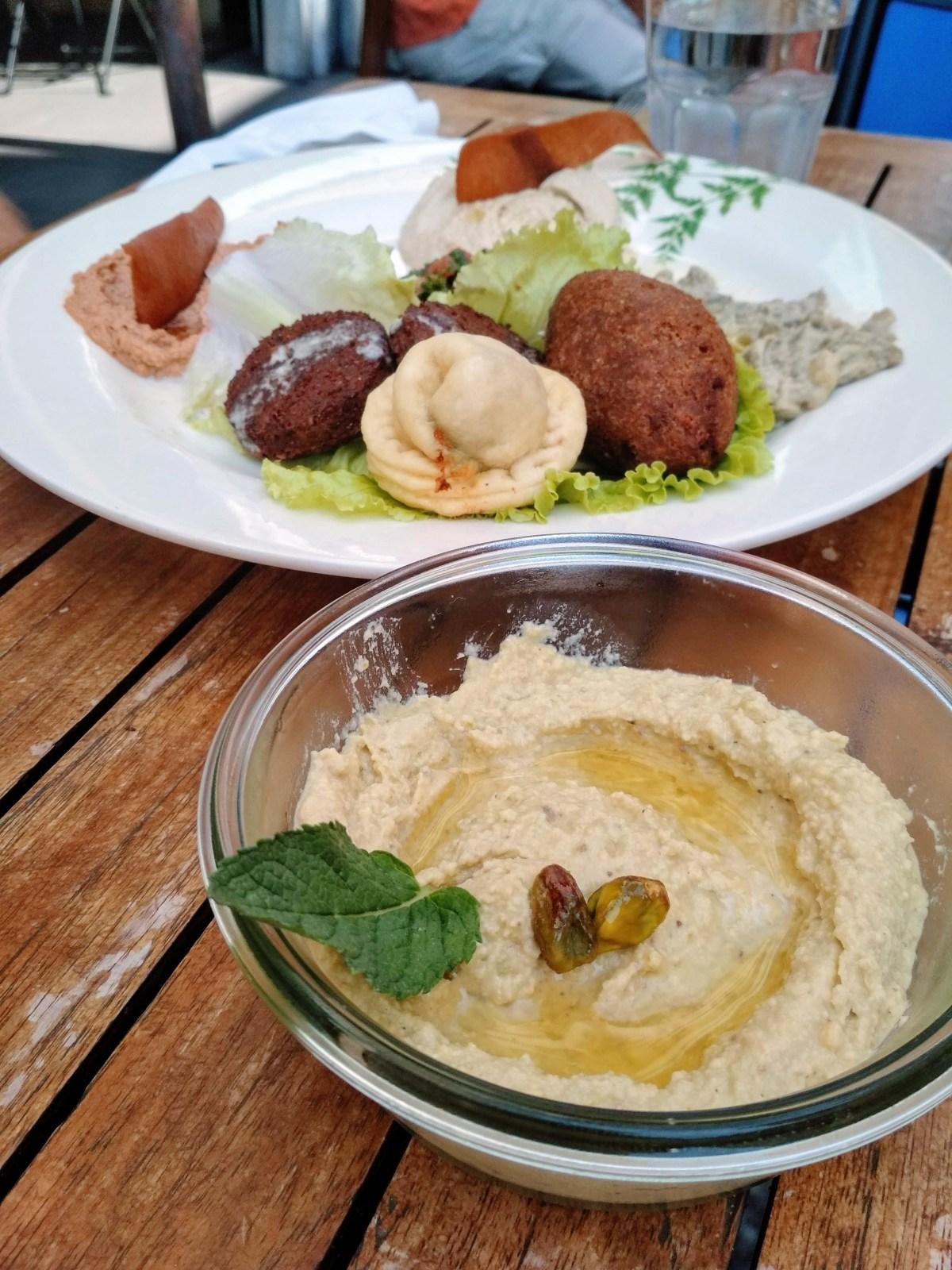 assiette de mezze libanais chez lib en arles oscar