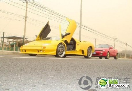 Man from China makes Lamborghini Diablo from Sratch