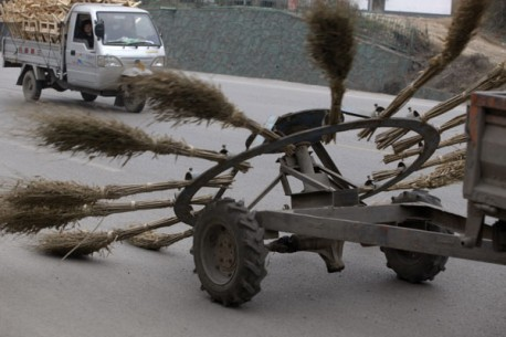 Cleaning the road, the Chinese way