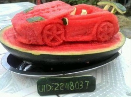 Chinese man makes a Lamborghini Gallardo Spyder from a Water Melon