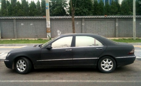 Mercedes-Benz S500 is matte-black in China