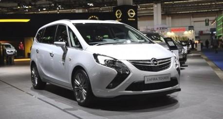 Spy Shot: Opel Zafira testing in China
