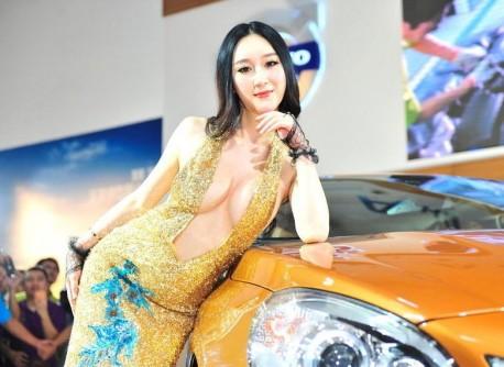 Hot Chinese model Shi Lulu