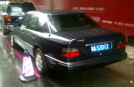 Spotted in China: W124 Mercedes-Benz E220