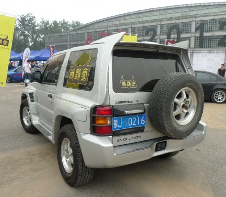 Spotted in China: Mitsubishi Pajero Evolution
