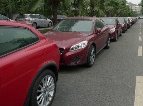 A row of unsold Volvo C30 vehicles at a Chengdu Volvo dealer. CarNewsChina.com