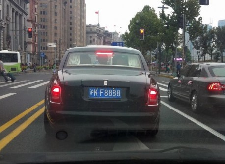 A Rolls-Royce Phantom presses his Luck in China