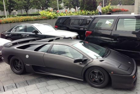 Lamborghini Diablo SV is matte black in China