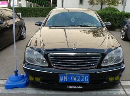 Mercedes-Benz S-class is a lowrider in China