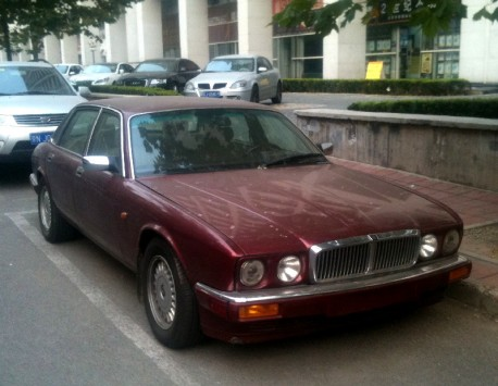 Spotted in China: Jaguar XJ6 in Red