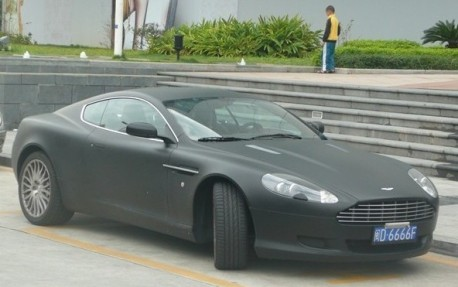Aston Martin DB9 is matte black in China