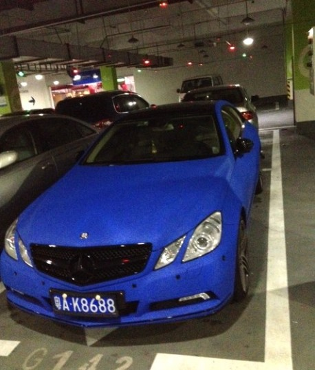 Mercedes-Benz E-Class Coupe is shiny blue in China