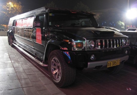 Super Stretched 6-wheel Hummer H2 from China