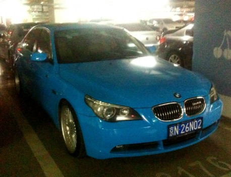 BMW E60 5-series is baby blue in China