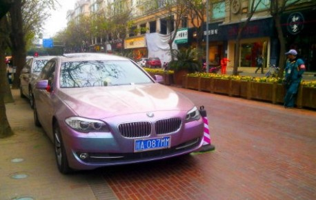 BMW 525Li is psychedelic Purple in China