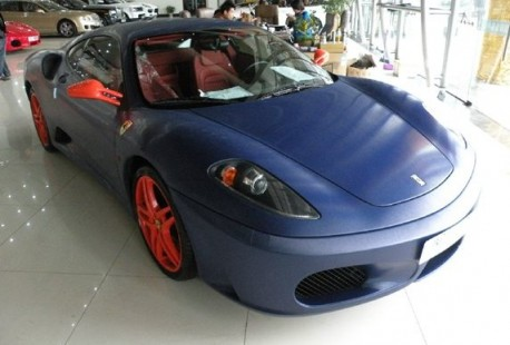 Ferrari F430 is matte blue in China
