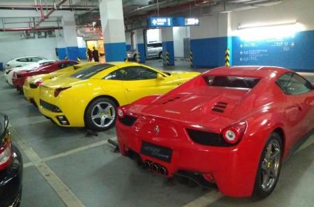 Six Ferrari Supercars in One Shot in China
