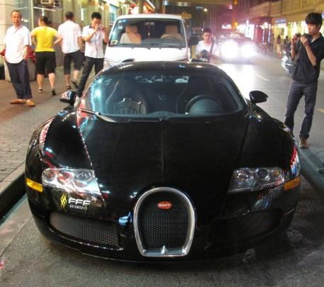Buggati Veyron is Black in a Shanghai Night