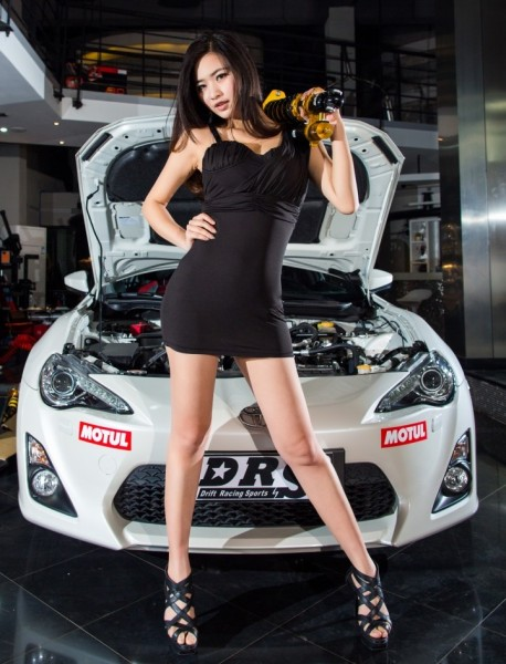 Chinese Girl gets very Hot with a Toyota 86