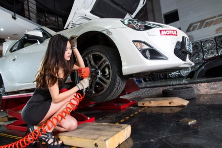 china-car-girl-toyota-86-8